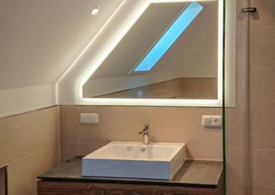 Spiegel Dachschraege Beleuchtung